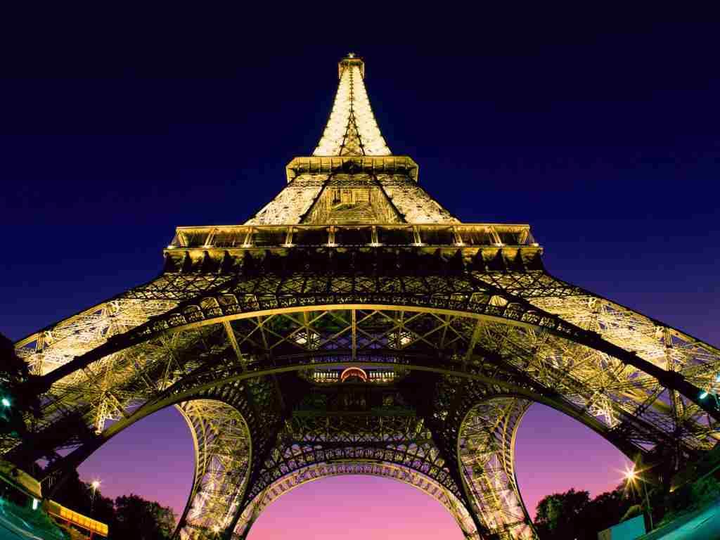 Turnul Eifel, noaptea in Paris