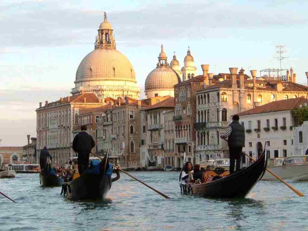 Gondolierii din Venezia